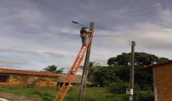 Prefeitura de Nazaré faz manutenção da rede elétrica  no povoado Robertinho
