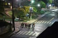 Quadrilha toma ruas e assalta bancos em Cametá, no Pará,  faz reféns e incendeia Quartel da PM