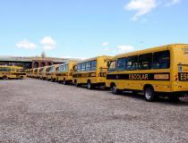 Governador Carlesse entrega ônibus escolares para Associações de Pais e Amigos do Excepcionais (Apaes) nesta quinta