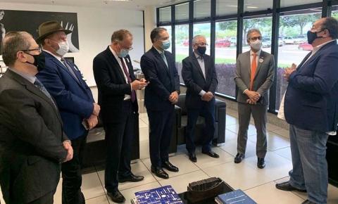 Governador Mauro Carlesse negocia compra da vacina russa Sputnik V com farmacêutica União Química