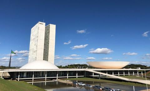 Projeto aprovado pelo senado prevê mínimo de 30% de vereadoras e deputadas no país